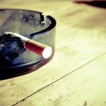 Przypalanie papierosów jest pewnym z bardziej katastrofalnych nałogów